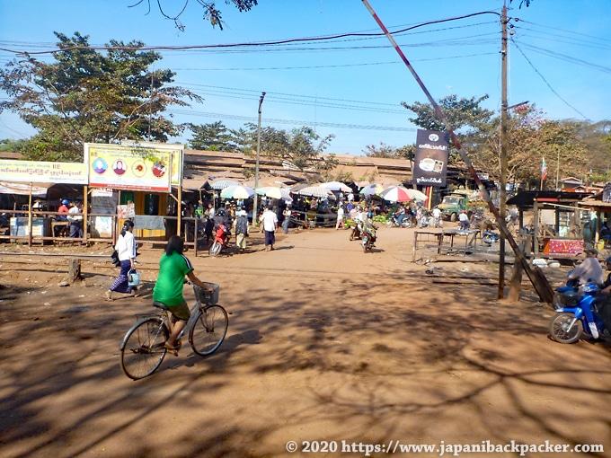 ミャンマーの田舎 市場