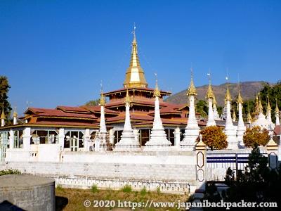 インレー湖 寺院
