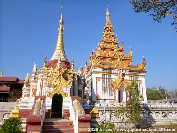 インレー湖の寺院