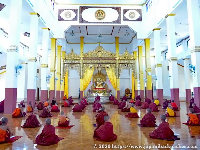 ミャンマーの僧