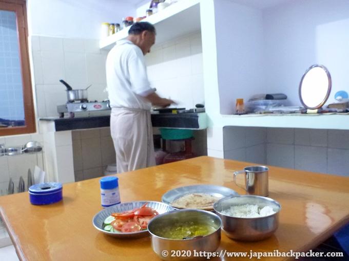 リシケシのゲストハウス 夕食