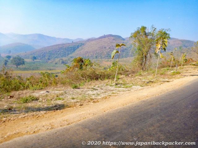 ミャンマーの山道