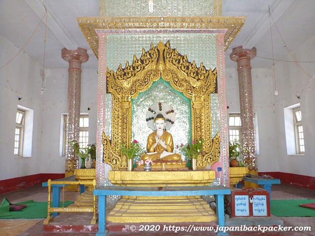 ミャンマー、カローの仏像
