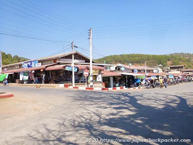 ミャンマー、カローの市場