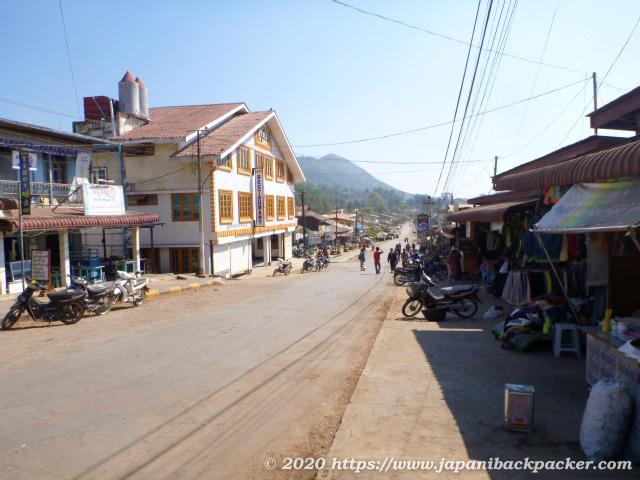 ミャンマー、カローのメインストリート