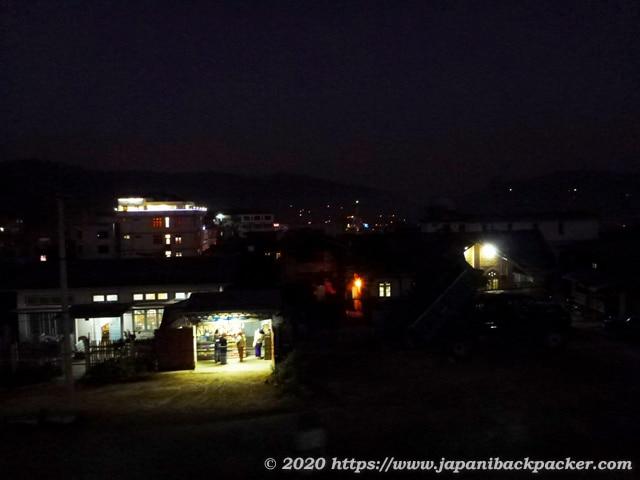 ミャンマー、カローの夜