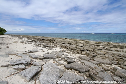 カランガマン島の岩場