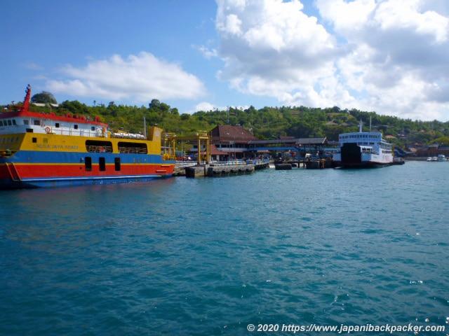 パダンバイの港