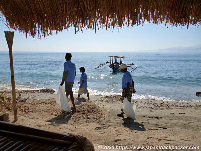 ギリアイルのビーチの清掃