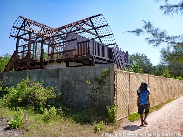 ギリメノ島 建設中の宿
