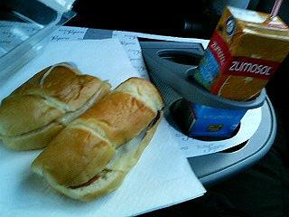 スペインの高速バスの朝食