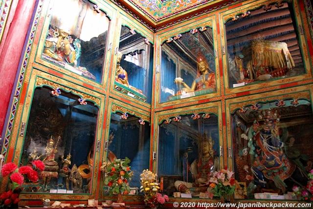 チェムレゴンパ 仏像