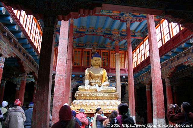 ヘミスゴンパ 仏像