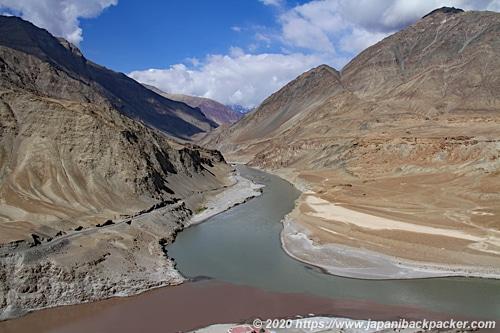 インダス川とザンスカール川の合流地点