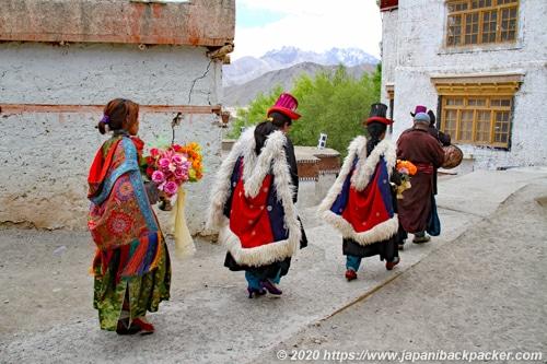 ラマユルゴンパ 民族衣装