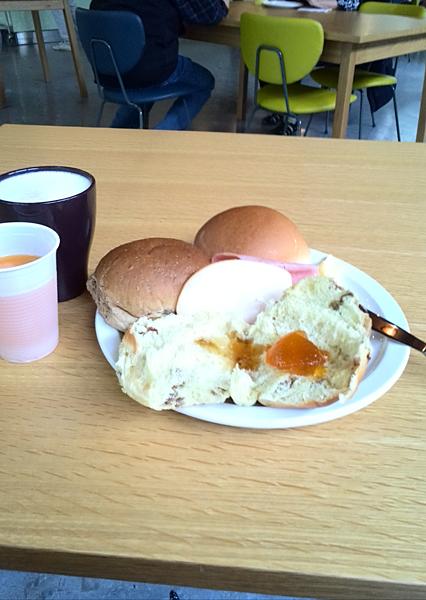 アムステルダムWOWホステルの朝食
